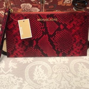 NWT MICHAEL Michael Kors Large zip clutch